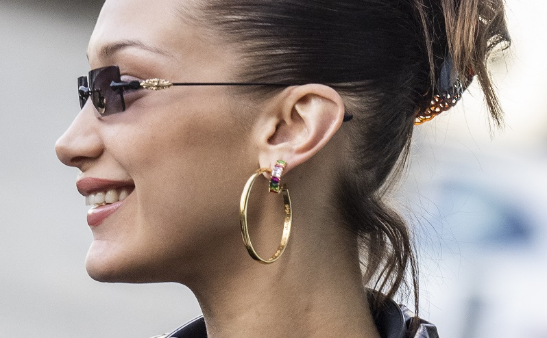 Top 5 Outfits that look Stunning with Hoop Earrings