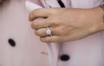 4 valuable tips for choosing the perfect engagement ring for her