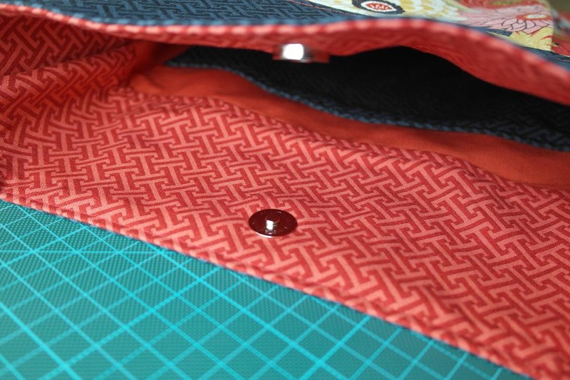 How to attach magnetic snaps to a purse?